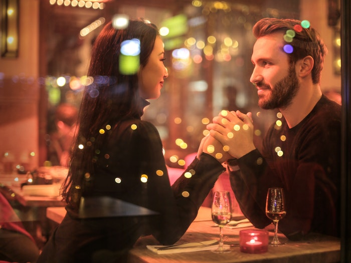 The Right Way To Get To Know Someone On A First Date